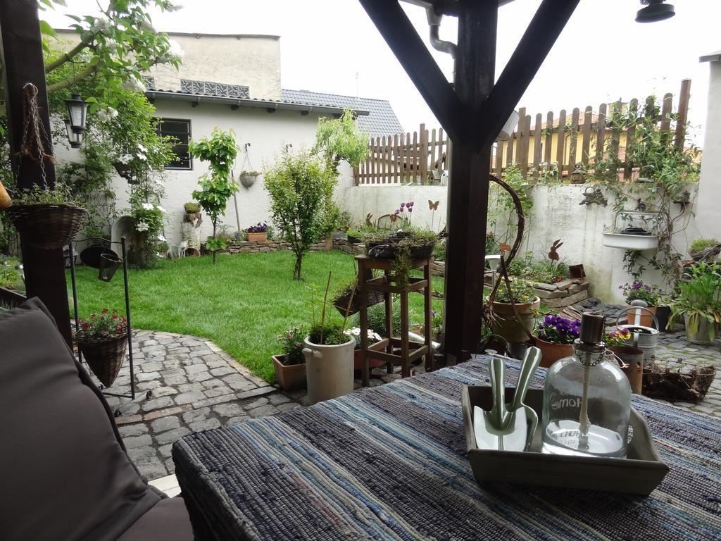 Sitzecke im schönen Garten der Ferienwohnung Vogt