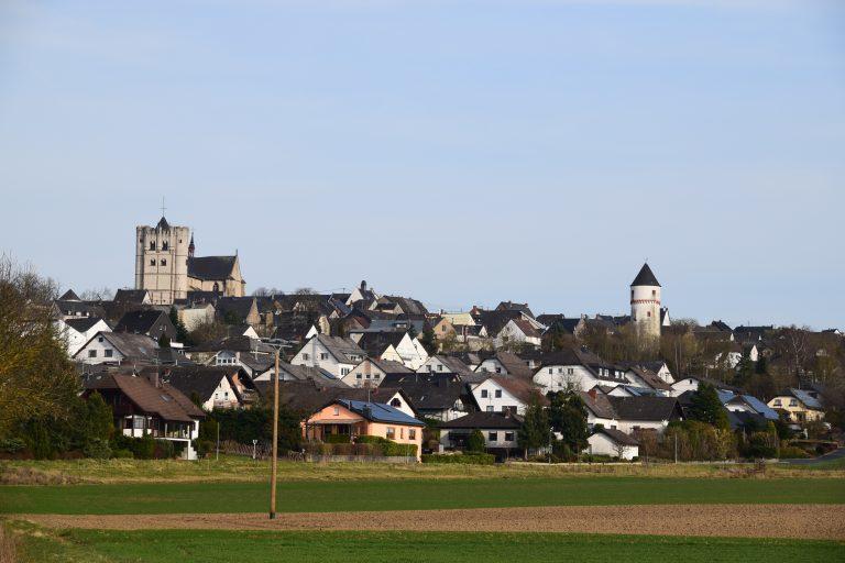 Münstermaifeld mit Münster und Eulenturm im Fokus März 2017